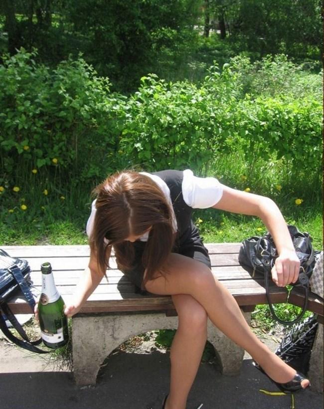 ミニスカ女子が足組んで太ももがむにゅってなってる光景がすこwwwww0012shikogin