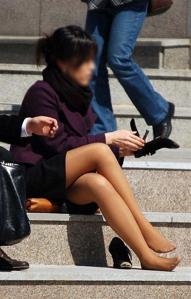 ミニスカ女子が足組んで太ももがむにゅってなってる光景がすこwwwww0013shikogin