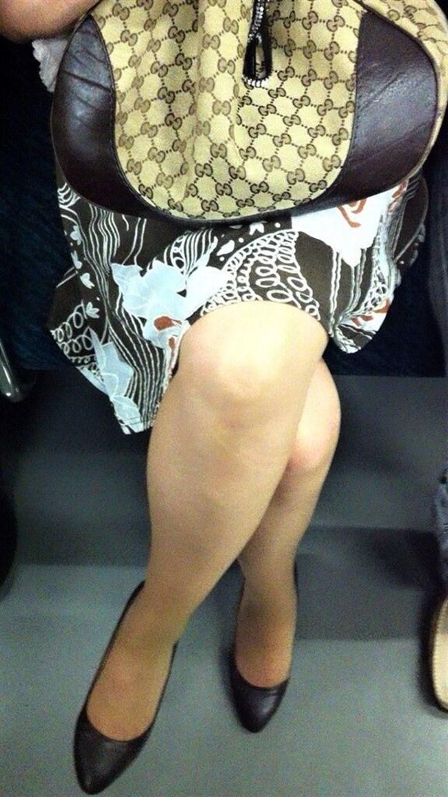 ミニスカ女子が足組んで太ももがむにゅってなってる光景がすこwwwww0014shikogin