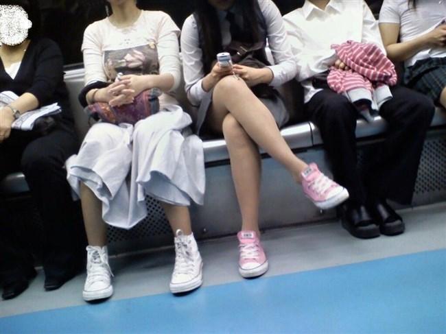 ミニスカ女子が足組んで太ももがむにゅってなってる光景がすこwwwww0016shikogin
