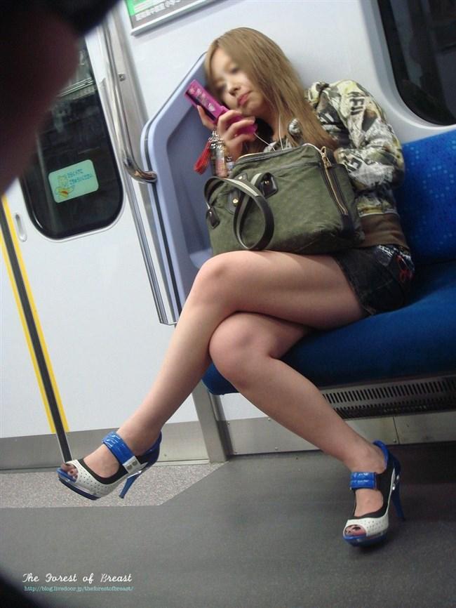 ミニスカ女子が足組んで太ももがむにゅってなってる光景がすこwwwww0018shikogin