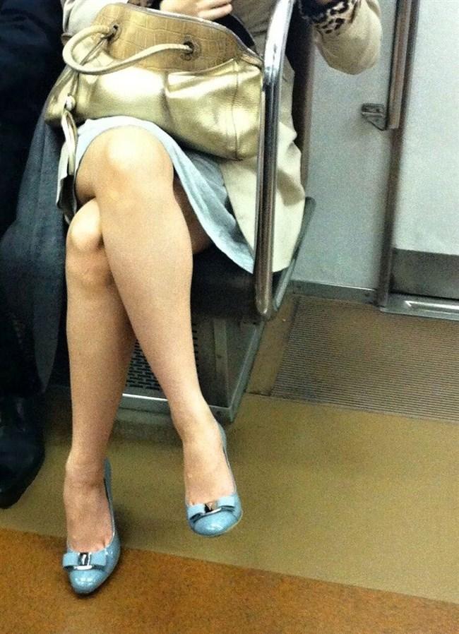 ミニスカ女子が足組んで太ももがむにゅってなってる光景がすこwwwww0020shikogin