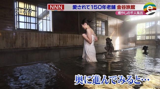 臼井佑奈~出岡の新人アナが温泉ロケでバスタオル透け!白アンダーが丸見えに!0011shikogin