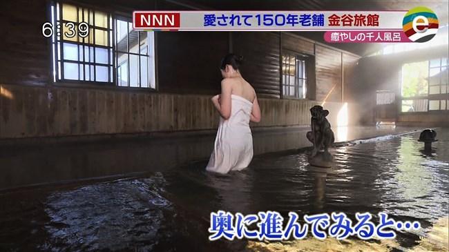 臼井佑奈~出岡の新人アナが温泉ロケでバスタオル透け!白アンダーが丸見えに!0012shikogin