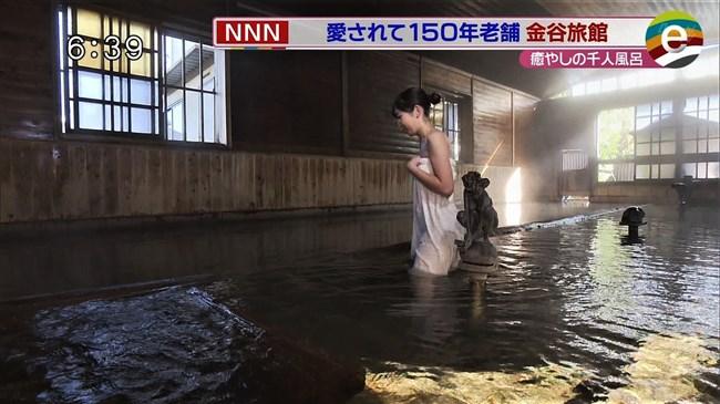 臼井佑奈~出岡の新人アナが温泉ロケでバスタオル透け!白アンダーが丸見えに!0013shikogin