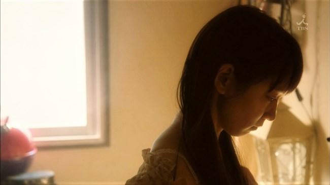 吉岡里帆~ドラマ「きみが心に棲みついた」で早くもセクシー場面があり興奮!0002shikogin