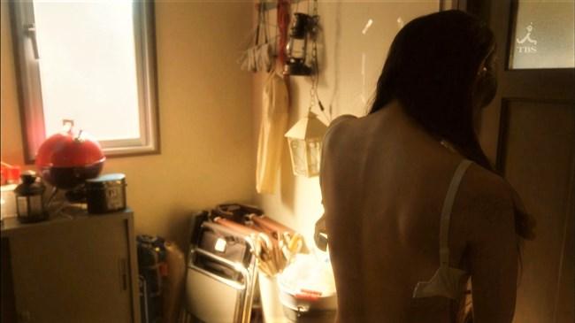 吉岡里帆~ドラマ「きみが心に棲みついた」で早くもセクシー場面があり興奮!0005shikogin