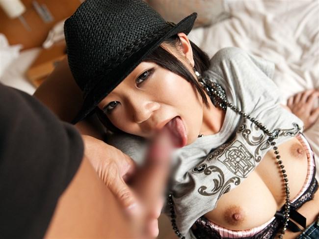 フェラ慣れしてる女はこっち見ながらしてくる法則wwwwww0011shikogin