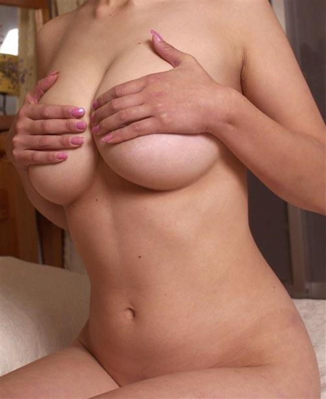 乳首だけを手で隠した女子お手ブラ姿は寸止め感抜群でえちえちwwwww0022shikogin