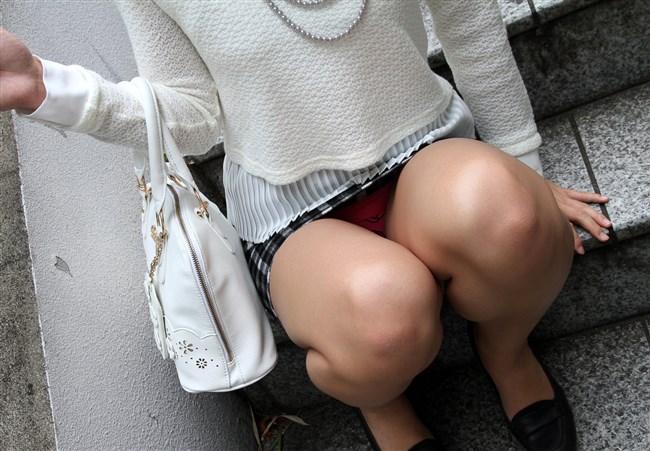 マン臭がしてきそうな距離まで女子の股間に接近wwww0013shikogin