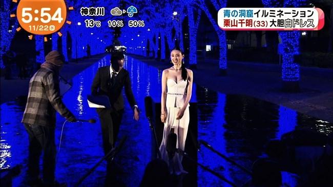栗山千明~青の洞窟SHIBUYA点灯式での胸の谷間出しまくりのドレス姿が妖艶!0007shikogin