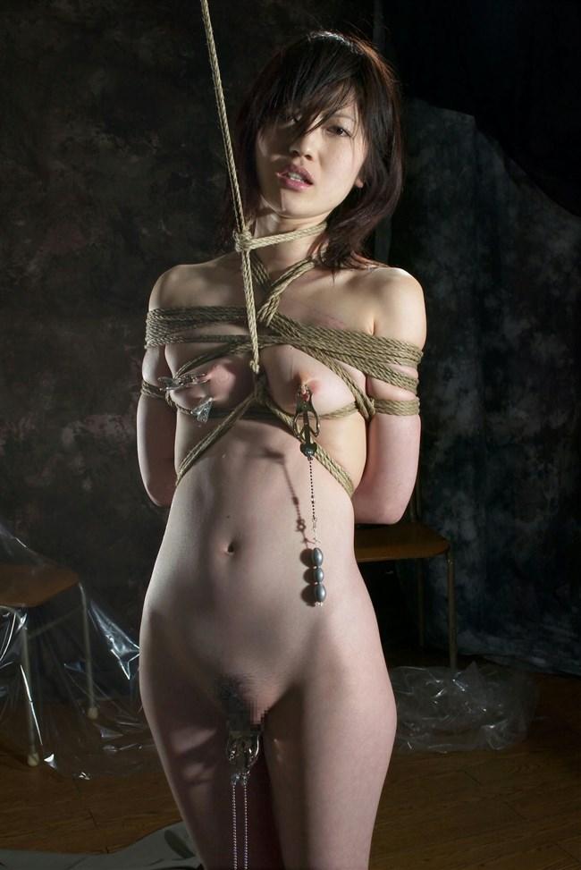 全裸で拘束されて喜んでるドM気質の娘wwwwwwww0005shikogin
