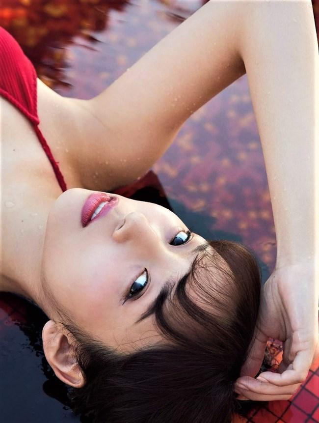 新内眞衣[乃木坂46]~グループ最年長お姉さんの妖艶過ぎる水着姿は最高の保存版オカズ!0004shikogin