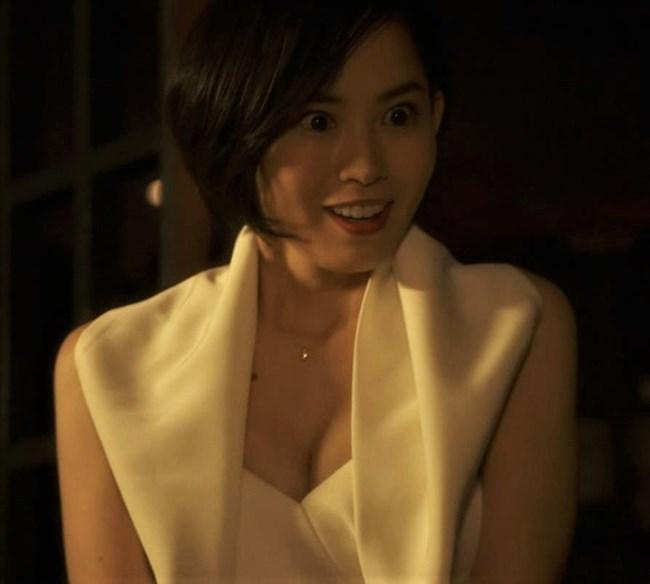 市川由衣~刑事ゆがみでのオッパイ出したキャバ嬢の姿がエロくて興奮したぞ!0003shikogin
