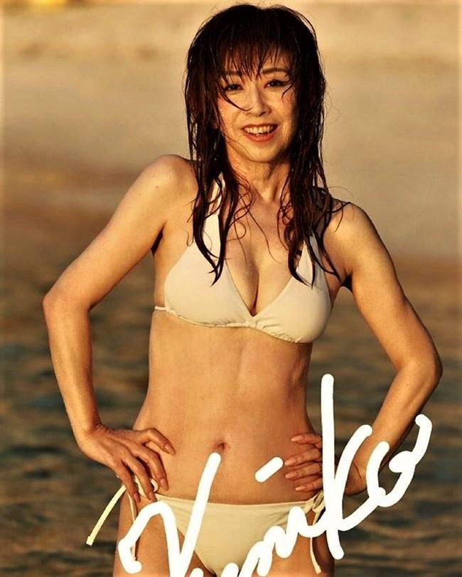 大場久美子~還暦近い水着グラビアは意外と可愛くてエロボディーで興奮する!0009shikogin
