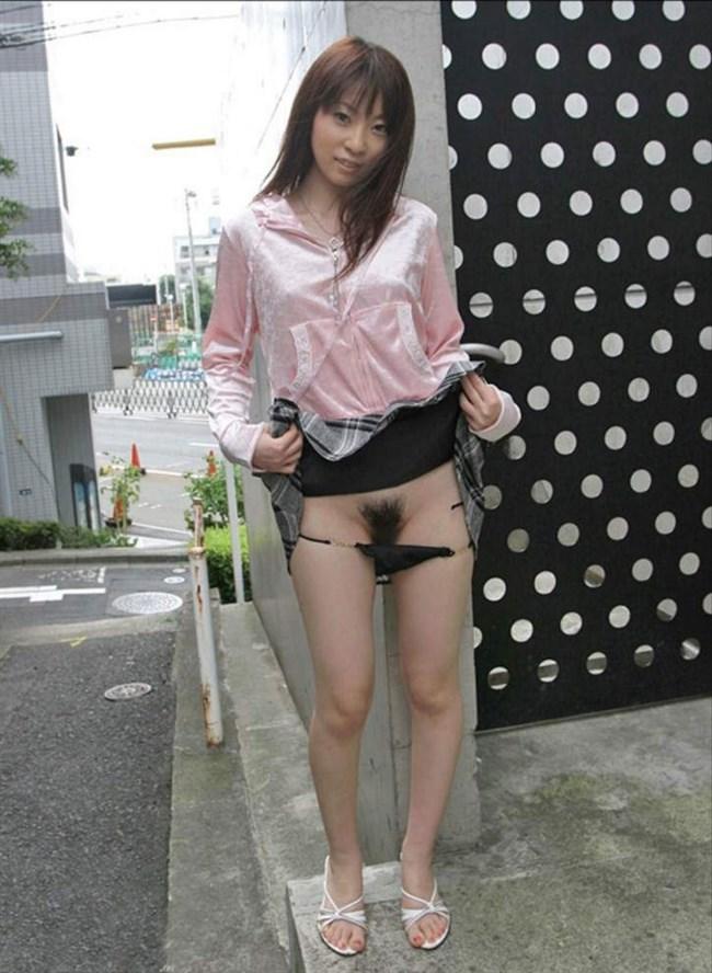 パンティをずらして陰毛見せてる仕草がえちえちな女子wwwwww0029shikogin