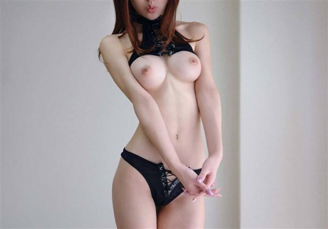 全裸よりもくびれに視線を奪われてしまう美しい女体ヌードwwwww0010shikogin