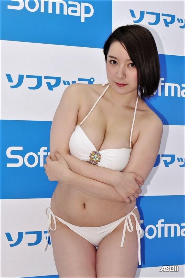 紺野栞~白ビキニ姿でのムチムチ感が最高!こんな水着姿を男は観たかった!0002shikogin