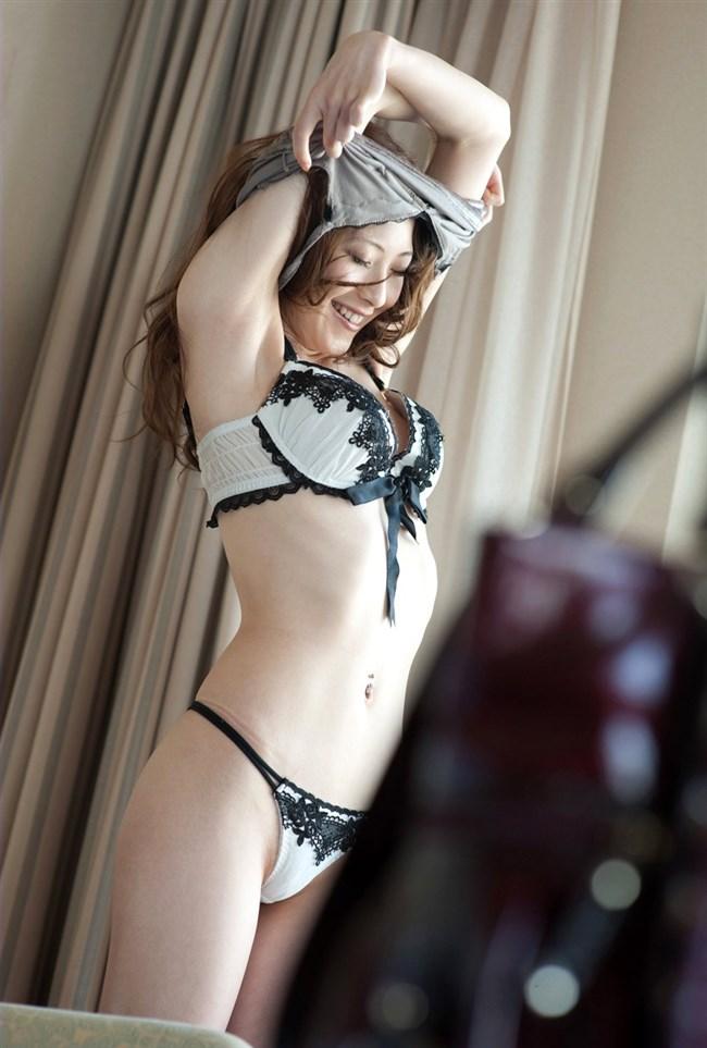 洋服脱いでブラジャーとパンツを拝めた瞬間の胸ときめくwktk感wwwwww0006shikogin