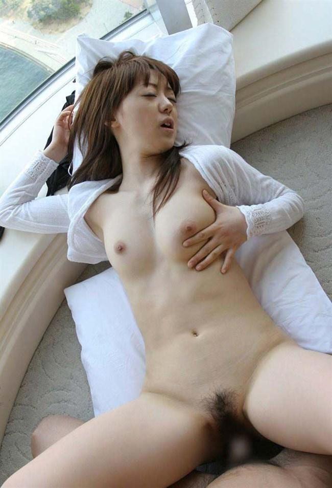 挿入後は膣内の気持ち良い箇所に誘導してアクメてる女子がこちらwww0012shikogin