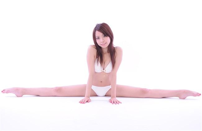 下着姿で股割りしてる軟体自慢の女の子画像wwww0003shikogin