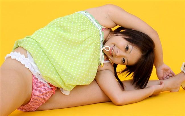 下着姿で股割りしてる軟体自慢の女の子画像wwww0005shikogin