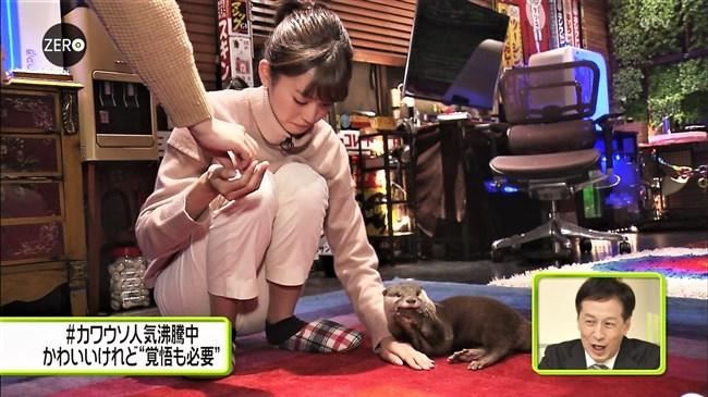 桐谷美玲~Zeroでパンツ姿でしゃがんでカワウソを可愛がる股間がスジってる!0006shikogin