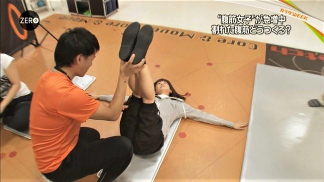 桐谷美玲~Zeroでパンツ姿でしゃがんでカワウソを可愛がる股間がスジってる!0011shikogin