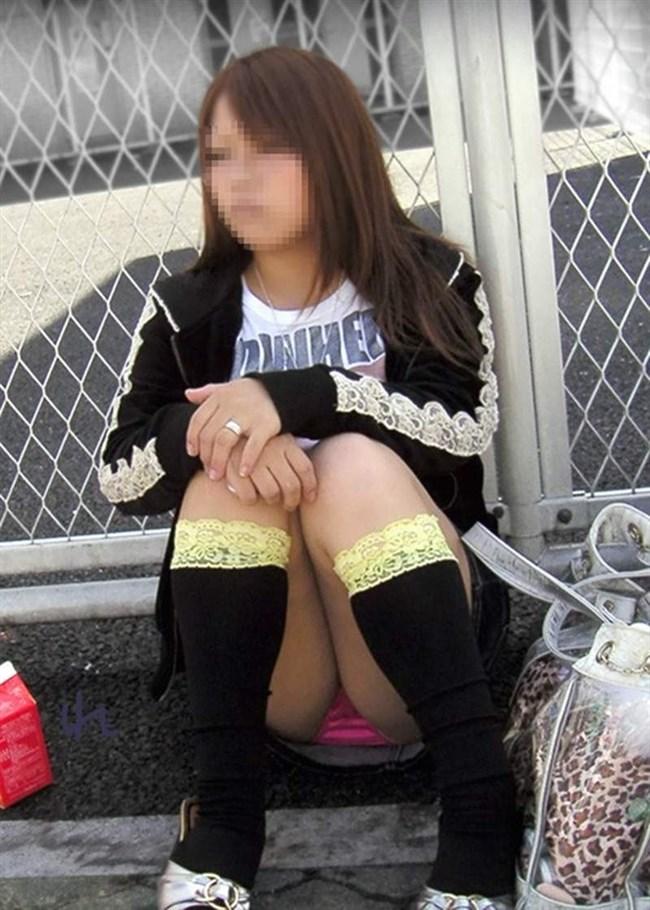 無防備なしゃがみ方をしてしまったミニスカ女子の恥ずかしいパンチラがこちらwww0015shikogin