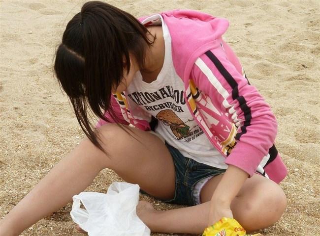 無防備なしゃがみ方をしてしまったミニスカ女子の恥ずかしいパンチラがこちらwww0002shikogin