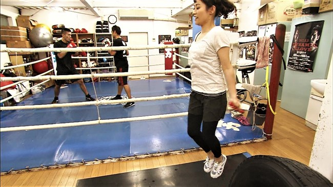万波奈穂3段~囲碁界のアイドルがピタピタの薄着でトレーニングしていたぞ!0006shikogin