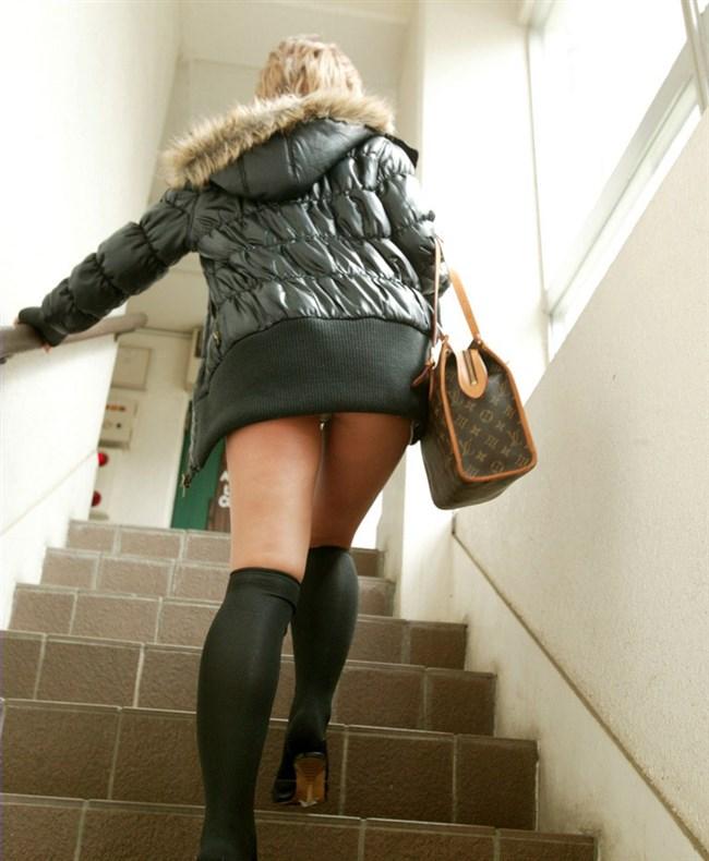 階段を昇るスカート女子をあり得ないローアングル目線で眺める絶景www0013shikogin
