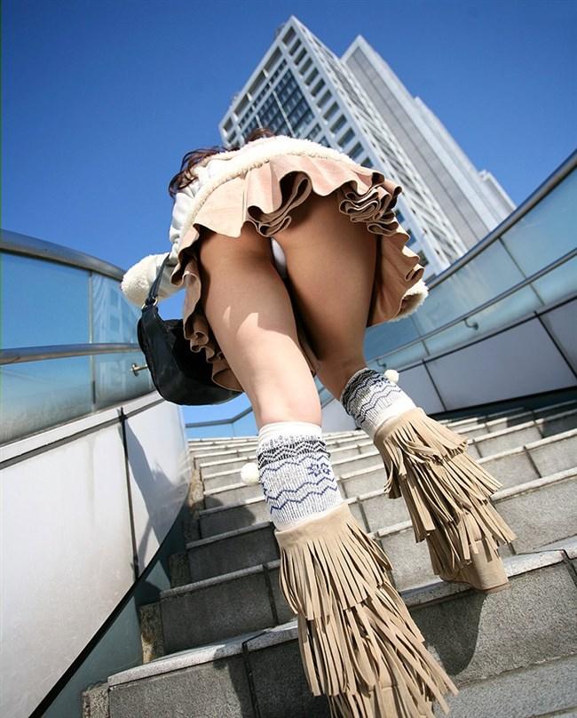 階段を昇るスカート女子をあり得ないローアングル目線で眺める絶景www0003shikogin