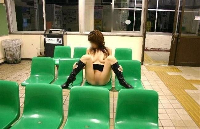 見られてしまうスリルでぐしょぐしょにおま〇こを濡らしてしまう露出女子の行動www0017shikogin