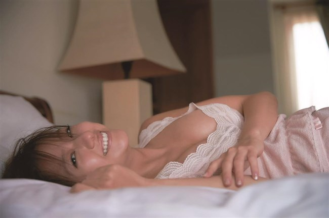 伊藤千晃~写真集CHEERS発売で見せた久々の美貌と妊娠時のエロい姿に興奮!0007shikogin