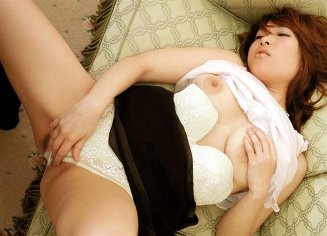 クリトリスを指で弄って自らのカラダを慰めるオナニー女子wwwww0019shikogin