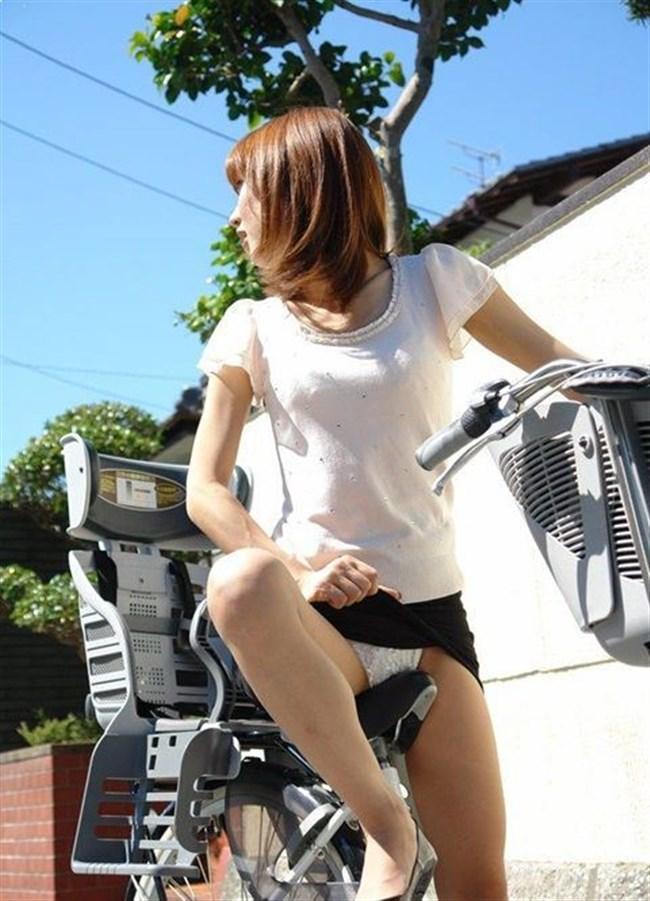 自転車をミニスカで乗られるとスカートの中が気になって仕方ないんだがwww0016shikogin