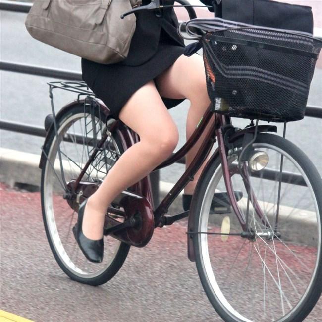 自転車をミニスカで乗られるとスカートの中が気になって仕方ないんだがwww0012shikogin