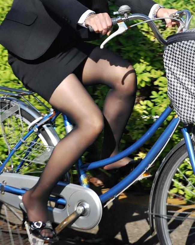 自転車をミニスカで乗られるとスカートの中が気になって仕方ないんだがwww0013shikogin