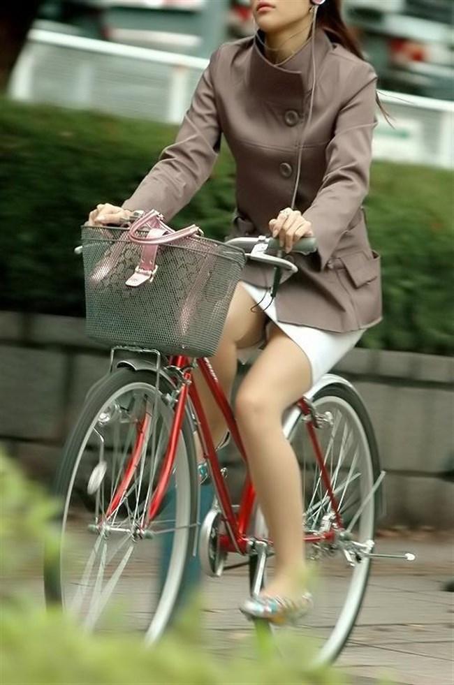 自転車をミニスカで乗られるとスカートの中が気になって仕方ないんだがwww0014shikogin