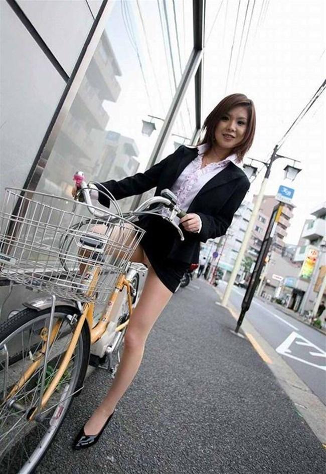 自転車をミニスカで乗られるとスカートの中が気になって仕方ないんだがwww0017shikogin