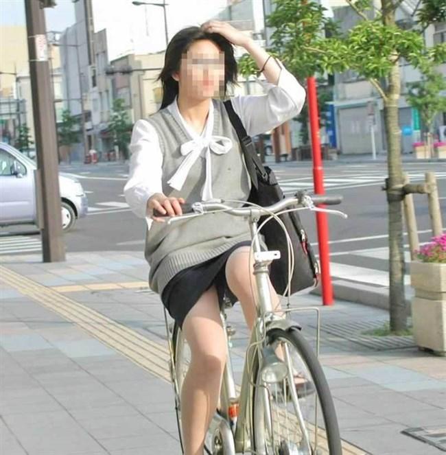 自転車をミニスカで乗られるとスカートの中が気になって仕方ないんだがwww0018shikogin