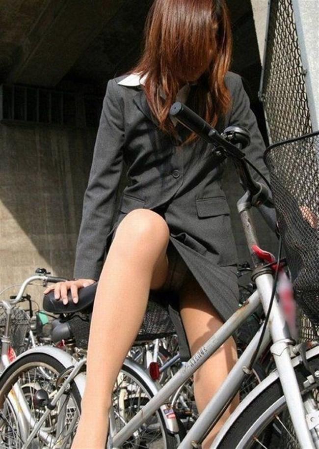 自転車をミニスカで乗られるとスカートの中が気になって仕方ないんだがwww0019shikogin