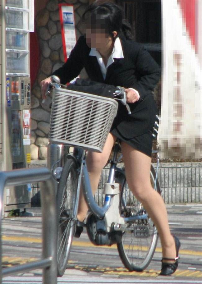 自転車をミニスカで乗られるとスカートの中が気になって仕方ないんだがwww0021shikogin