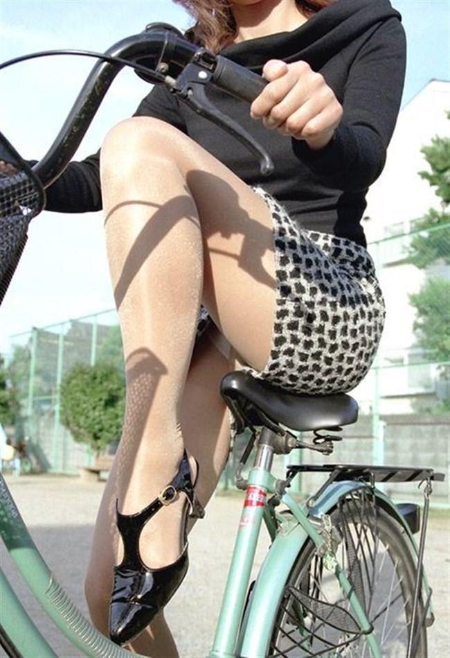 自転車をミニスカで乗られるとスカートの中が気になって仕方ないんだがwww0002shikogin