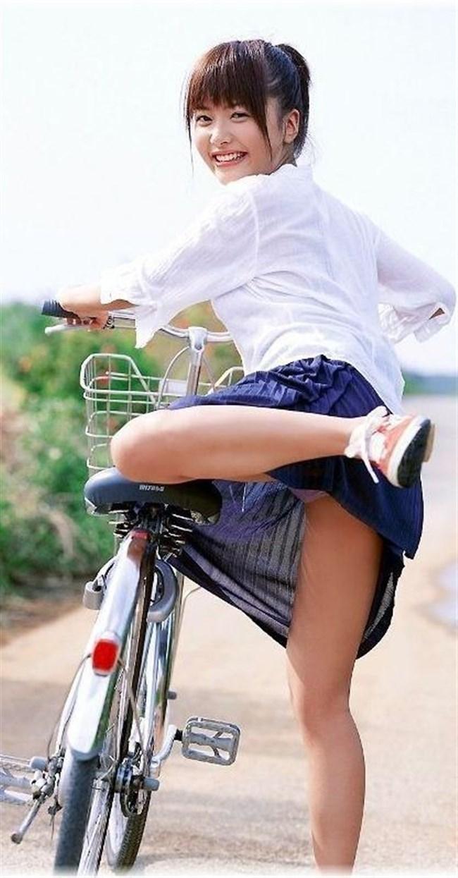 自転車をミニスカで乗られるとスカートの中が気になって仕方ないんだがwww0006shikogin