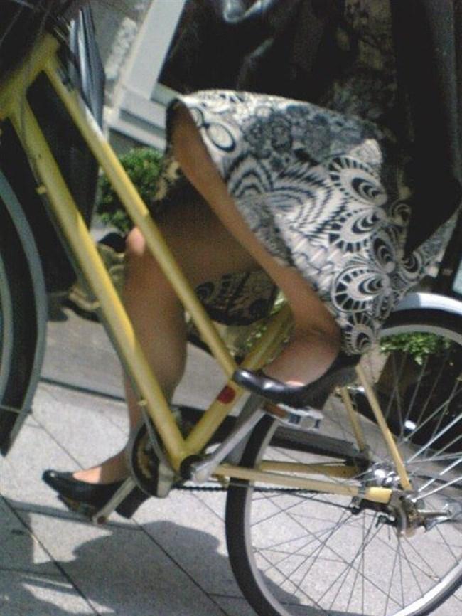 自転車をミニスカで乗られるとスカートの中が気になって仕方ないんだがwww0008shikogin