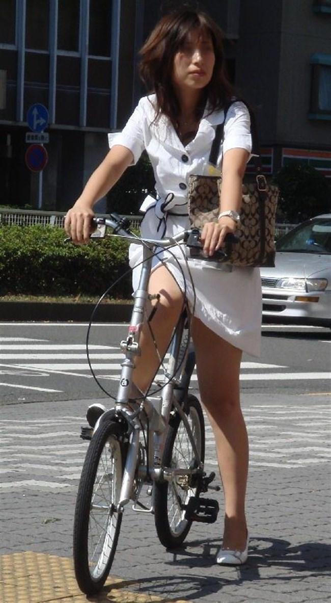 自転車をミニスカで乗られるとスカートの中が気になって仕方ないんだがwww0010shikogin