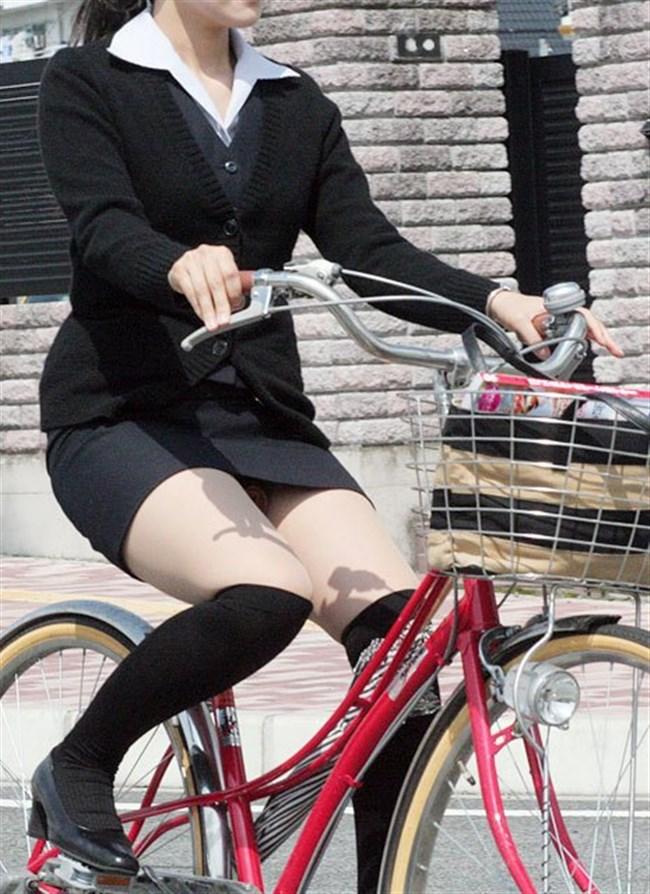 自転車をミニスカで乗られるとスカートの中が気になって仕方ないんだがwww0011shikogin