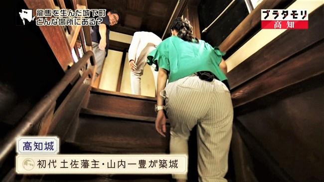 近江友里恵~ブラタモリにて階段を登る姿を下から撮影!パン線バッチリ!0006shikogin